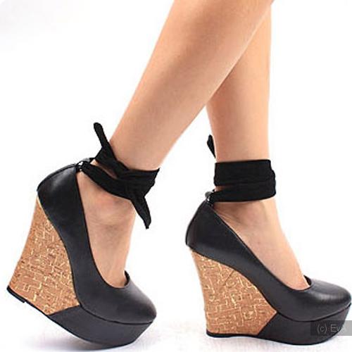 Комментарий: Практичные и романтичные женщины предпочитают туфли на платформе. . Согласно мнению психологов, такие