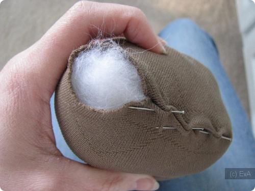 Как сделать мячик из носка и ваты - 2800000.net