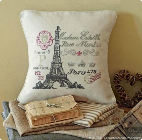 Вышитая подушка Париж
