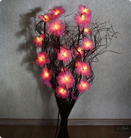 Светильник из цветов из капрона своими руками