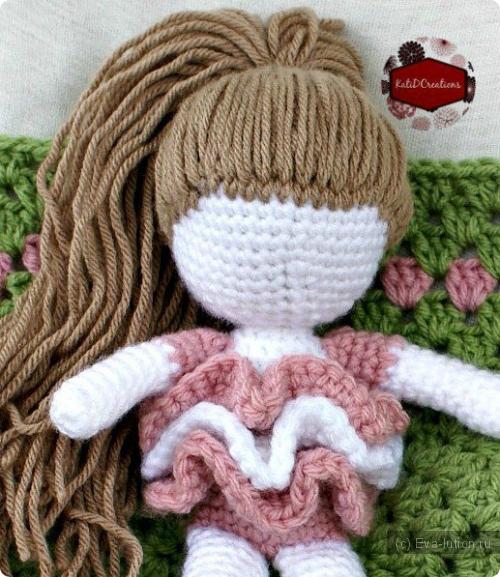 как прошить волосы вязанной кукле наши детки Eva
